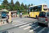 Qua đường, người đàn ông bị xe khách tông tử vong