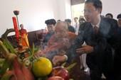 Đoàn người nối hàng dài vào dâng hương Chủ tịch Hồ Chí Minh