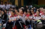 2.000 HS Trưng Vương 'đội nắng' tìm hiểu pháp luật