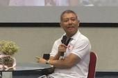 Hiệu phó ĐH Hoa Sen mặc quần cộc dạy học: Lớn chuyện?