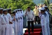 Ông Duterte thăm tàu sân bay lớn nhất Nhật Bản