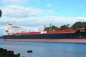 Tàu va chạm chiến hạm Mỹ chở đến 12.000 tấn dầu