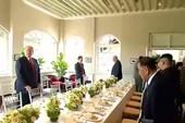 Ông Trump, ông Kim bắt đầu ăn trưa