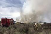 Máy bay Mexico rơi do mưa lớn, 80 người bị thương