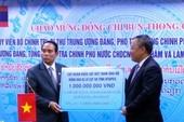 EVN hỗ trợ 1 tỉ đồng cho người dân bị lũ lụt ở Lào