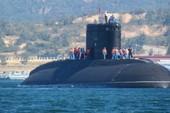 Việt Nam cần tàu ngầm hơn tàu sân bay