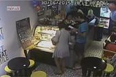 Nữ Việt kiều bị du khách dùng 'ảo thuật' lừa gần 7 triệu đồng