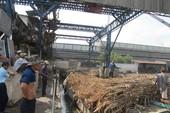 Công nhân tụ tập phản đối nhà máy không trả đủ lương