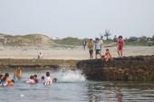 Dạo chơi tắm biển, 1 du khách tử vong ở Hang Câu - Lý Sơn