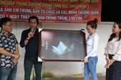Nghệ sĩ Xuân Anh trao 150 suất học bổng cho HS nghèo Củ Chi