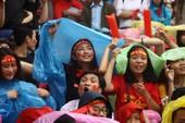 Người dân Đà Nẵng đội mưa cổ vũ U-23 Việt Nam