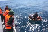 Tàu cá bị thủng, 4 ngư dân gặp nạn trên biển