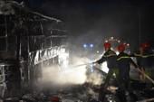 Xe khách bất ngờ bốc cháy, hành khách hốt hoảng thoát thân