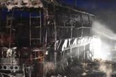Cận cảnh vụ xe khách bốc cháy kinh hoàng ở Huế