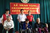 Trao 220 xe lăn, xe lắc tay cho người khuyết tật
