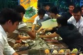 Người Việt tranh ăn, đại sứ quán cúi đầu xin lỗi