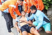 Tay đua Nguyễn Văn Đức về đích trên xe cấp cứu chặng 11
