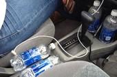 Uống nước đóng chai để trong xe hơi bị ung thư?