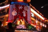 Đường phố Sài Gòn lộng lẫy trong đêm Noel