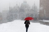 Châu Âu chìm trong tuyết