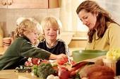 Những thứ không nên cho trẻ ăn nhiều