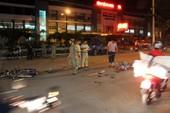 Tai nạn trước cổng bệnh viện, hai người nguy kịch