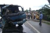 Hai xe tải đâm nhau, 2 tài xế bị thương nặng