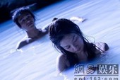 Triệu Vy tắm trần với Trần Khôn
