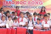 Trao học bổng cho trẻ em nghèo Phú Yên