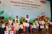 Trao 200 phần quà cho bệnh nhi nghèo ở Đà Nẵng