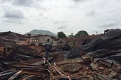 Lật đống đổ nát tìm nguyên nhân vụ cháy gần cảng SG