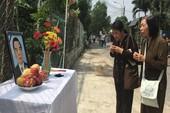 Dân đeo băng tang, lập bàn thờ tiễn bác Sáu Khải