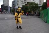 Tôn Ngộ Không đại náo phố đi bộ Nguyễn Huệ trước giờ bóng lăn