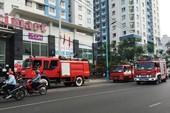 TP.HCM: Hoảng loạn tháo chạy vì chung cư 20 tầng bị cháy