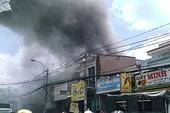 Cháy nhà mặt phố, cụ bà nhập viện cấp cứu
