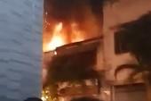 Tiệm sơn xe ở trung tâm quận 1 phát cháy trong đêm