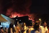 Cháy hàng loạt căn nhà ven kênh ở quận 8 ngày cuối năm