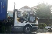 Container cháy ở Bình Tân, tài xế bung cửa kêu cứu