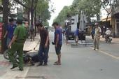 Khung sắt từ ô tô tải rơi trúng nữ sinh đi xe máy