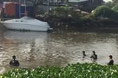 Xe máy rơi chân cầu Nam Lý, chủ xe nghi bị nước cuốn