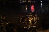 Người phụ nữ bỏ lại xe máy, nhảy xuống kênh Tàu Hủ