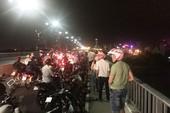 Nam thanh niên lao xuống cầu Khánh Hội cứu cô gái tự vẫn