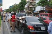 Cửa ngõ Tân Sơn Nhất kẹt cứng khi 3 ô tô tông liên hoàn