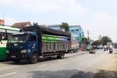 Ô tô tải cuốn người đàn ông đi xe máy, kéo lê trên quốc lộ 50
