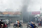 Cháy dữ dội ở tiệm thịt vịt tại quận 8