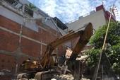 Quận 6: Nhà đang tháo dỡ bị sập, 1 người tử vong