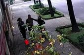 Nhân viên ngoại giao Nga bị giật dây chuyền ở quận 3