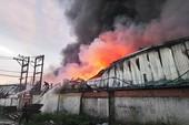 Quận 12: Cháy dữ dội 2 công ty ở cụm công nghiệp Quang Trung