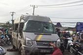 Xe khách lật ở quận 9, nhiều người kêu cứu