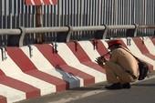 Tự té ngã khi qua cầu vượt Tân Tạo, thanh niên tử vong